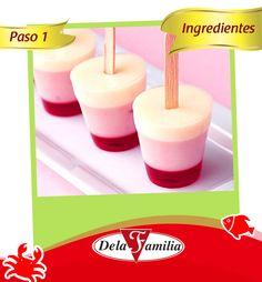 Ingredienes:  -1 sobre de gelatina Dela Familia de tu sabor favorito -1 litro de agua -Fruta picada para decorar -Palitos para paleta  -Moldes de paleta o vasos limpios