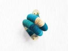 Braccialetto grosso a cerchio bianco e turchese, gioiello di carta, braccialetto colorato a forma di serpente, gioiello estivo, by AlfieriJewelDesign on Etsy