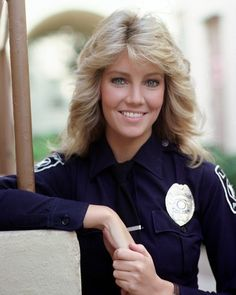 TJ Hooker TV Show, Heather Locklear plays Stacy Sherid - Feathered Hairstyles, Cool Hairstyles, Feathered Hair Cut, Jane Fonda Hairstyles, Der Denver Clan, Medium Hair Styles, Long Hair Styles, Female Cop, Heather Locklear