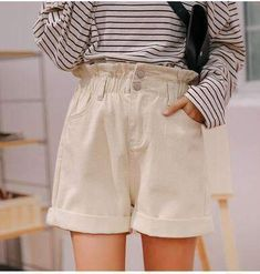 Vintage Shorts, Vintage Denim, Vintage Outfits, Beige Shorts Outfit, 80s And 90s Fashion, Kpop Fashion, Balloon Pants, Rainbow Outfit, Pastel Outfit