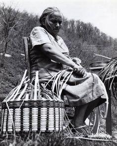 Agnes Welch preparing white oak splits to use in weaving a basket. Image courtesy of Wester Carolina University.