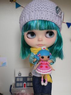 Today is cold, a little cold, tasty to take hot chocolate and play. Wear warm clothes for a walk with my lala! They saw that she has blue hair like mine?