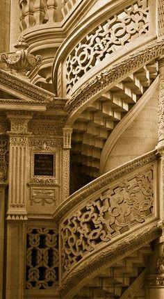 Église Saint-Étienne-du-Mont √ http://fr.wikipedia.org/wiki/%C3%89glise_Saint-%C3%89tienne-du-Mont