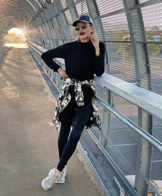 Jamie in a black sweater and jeggings | 40plusstyle.com Flattering Outfits, How To Wear Leggings, Cool Style, My Style, Body Shapes, Black Sweaters, African Fashion, Style Inspiration, Black And White