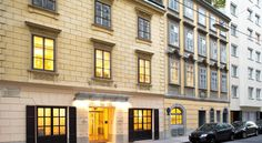 Hotel Das Tigra Wien This family-run hotel offers a very central location in a quiet street in the heart of Vienna, just a walk away from Saint Stephen's Cathedral. Design Hotel, Double Room, Double Beds, Vienna Hotel, Secret Escapes, Hotels, Das Hotel, Comfy Bed, Places Of Interest
