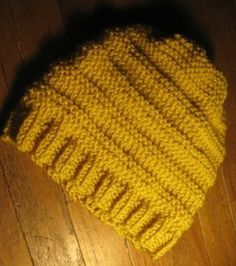 easy knit hat.. not so easy unless one can knit.. wish i could have even tension... and could knit