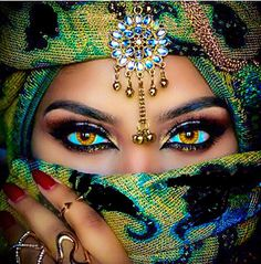 The Colors In This Cultural Diamond Painting Are Absolutely Brilliant To Me - The Womans Eyes In This DIY Portrait Diamond Painting Are Entrancing - Enjoy A Full Pasting Area Set With Full Square Drill Round Drill Diamond Options In Several Canvas. Arabian Eyes, Arabian Beauty, Pretty Eyes, Cool Eyes, Dream Mask, Art Afro, Arabic Makeup, Exotic Beauties, 5d Diamond Painting