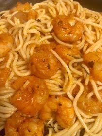 ΜΑΓΕΙΡΙΚΗ ΚΑΙ ΣΥΝΤΑΓΕΣ 2: Μακαρόνια με σάλτσα και γαριδούλες !!!! Spaghetti, Meat, Chicken, Ethnic Recipes, Food, Meals, Yemek, Noodle, Buffalo Chicken