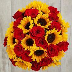 Yellow Aesthetic Pastel, Flower Aesthetic, Beautiful Flower Arrangements, Floral Arrangements, Red Roses And Sunflowers, Beautiful Roses, Beautiful Flowers, Sunflower Bouquets, Sunflower Wallpaper