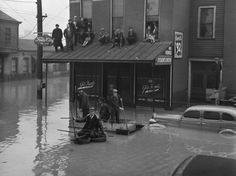 Not originally published in LIFE. The Great Ohio River Flood, Louisville, Kentucky, Margaret Bourke-White—Time & Life Pictures/Getty Images Paducah Kentucky, Louisville Kentucky, Kentucky Derby, Us History, American History, Family History, Margaret Bourke White, My Old Kentucky Home, Ohio River