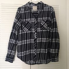 LA hearts flannel Almost perfect condition. Worn once. Selling because I should of gotten a small! Comfy material. Great for fall winter or spring! PacSun Tops Button Down Shirts
