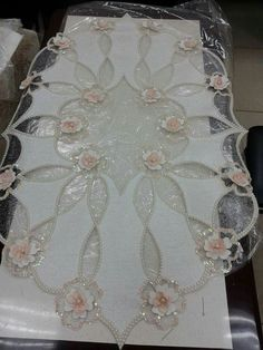 This post was discovered by Nu Tambour Embroidery, Couture Embroidery, Ribbon Embroidery, Embroidery Patterns, Burlap Crafts, Fabric Crafts, Burlap Table Runners, Viking Tattoo Design, Sunflower Tattoo Design