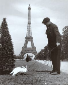 """<p style=""""text-align: justify;"""">Robert Doisneau (né le 14 avril 1912) n'est plus un homme qu'on présente.est aujourd'hui considéré comme le plus gra ..."""