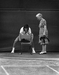 Ilie Nastase adjusts a chair, #Wimbledon July 2, 1975