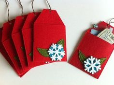 This DIY felt gift card envelopes are great for giving gifts and can be reused as an ornament.