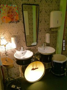 Funny pictures about Drummer's Bathroom. Oh, and cool pics about Drummer's Bathroom. Also, Drummer's Bathroom photos. Music Furniture, Diy Furniture, Trommler, Drum Room, Creation Deco, Ways To Recycle, Drum Kits, Drums, Repurposed