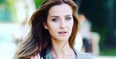 İrem Helvacıoğlu hair color and hairstyles. Sea Hair, Hair Shades, Turkish Beauty, Auburn Hair, Tv Actors, Black Sea, Turkish Actors, Wavy Hair, Hair Trends