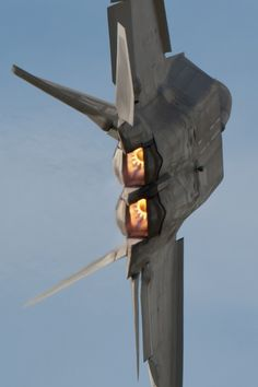 Cool close cropping and dynamic image of a F22 fighter jet.