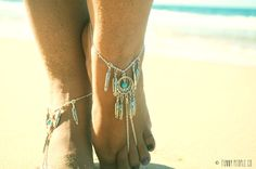Barefoot Sandals Footless Sandals Anklet Toe Ring Foot Jewelry Boho Bohemian Silver Dreamcatcher Turquoise Feathers Hanna from FunnyPeopleCo on Etsy. Ankle Jewelry, Ankle Bracelets, Body Jewelry, Diy Jewellery, Footless Sandals, Beach Anklets, Diy Vetement, Turquoise, Bare Foot Sandals