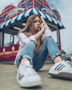 Carnival Photography, Outdoor Portrait Photography, Model Poses Photography, Outdoor Portraits, Urban Photography, Photography Women, Creative Photography, Street Photography, Photography Ideas