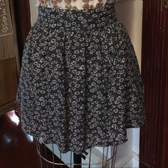 Adorable Floral Urban Outfitters Skirt L Adorable Floral Urban Outfitters Skirt Large. In excellent condition. Elastic waist Urban Outfitters Skirts Mini