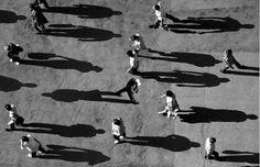 Shadow Photography - L'artiste russe Alexey Bednij nous propose des manipulations photographiques impressionnantes, jouant avec talent sur les ombres. Illustrant de véritables patchworks entre silhouettes en noir & blanc et ombres, le rendu nous plonge dans un univers simple et réussi, avec des visuels parfaitement exécutés.