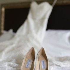 There's so much to love in this timeless Houston wedding...and the fashion is to die for! See more on 7C: http://www.7centerpieces.com/blog/timeless-houston-wedding-jessi-marri-photography | Jessi Marri Photography