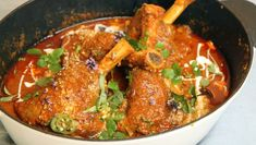 - Lammeskanker i karri saus - Stewed Lamb Shanks in Curry Sauce Vindaloo, Lamb Shanks, Curry Sauce, Garam Masala, Ratatouille, Wok, Chutney, Tandoori Chicken, Hummus