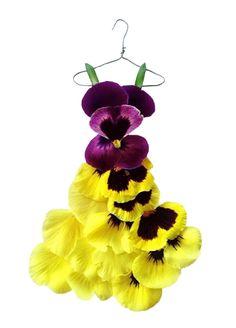 mote-historie:  Tasmanian fashion designer Sandra Alcorn creates dresses from flower petals and leaves