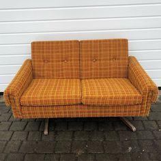 Strøken gul 60 talls sofa.  #skjulteskatter #gjenbruksbutikk #bruktfunn #gjenbrukifokus #gjenbrukergøy #visitøstfold #gårdsbutikk #levlandlig #nostalgiskinteriør #vintage #vintageinterior #gamleskatter #samledilla #elskergamleting #iaskim #selminyttogbrukt #bruktbutikk #gjenbruksglede #bruktkuppfunn #sofa Retro Home, Cute Pattern, Cosy, Orange Color, Love Seat, Colours, Brown, Inspiration, Furniture