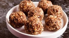 It is often most difficult to stay on track with healthy eating in between meals. Make snack time healthy with this oat bites recipe. Banana Energy, Banana Oats, Raw Food Recipes, Snack Recipes, Clean Eating Snacks, Healthy Eating, Oats Snacks, Healthy Sweet Treats, Post Workout Food