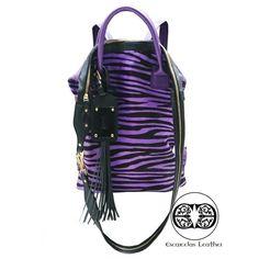 Animal bag  $450.000 100%cuero hechos a mano   Ideal para cargar documentos, contres finciones disponibles manos libres bagpack o de mano Anaconda, Bag Men, Fashion Backpack, Backpacks, Animal, Handmade Leather, Facts, Hands, Black
