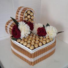 Cupcake Shops, Christmas Lanterns, Gift Boxes, Birthday Cake, Basket, Gift Wrapping, Wedding Ideas, Candy, Gift Ideas