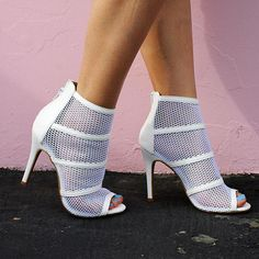 Who else is dreaming of a White Christmas?! Holiday party heels are a go! #whitechristmas #heels #whiteheels #stilettos #meshheels #mesh #fashion #fashionistas #instagood #instabeauty #instafashion #motd #lotd #kotd #sotd #ootd #potd #happy #love #beauty #fashionblogger #beautyblogger