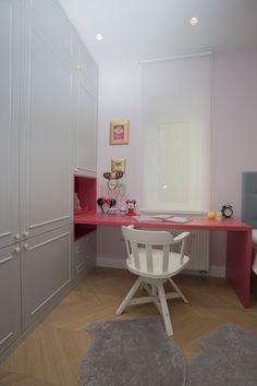 Htjeli biste da soba vaše djevojčice ili tinejdžerice bude jednostavna, funkcionalna, ali ipak estetski lijepa i zanimljiva? Nudimo vam četiri prijedoga naših projekata, vjerujemo da ćete se inspirirati njima! Od milja ih zovemo princezama, one maštaju da to postanu, a i sobe im počesto tako izgledaju. Baš kao i treba! Uređenjem njihovih soba u tom stilu raspirujemo im maštu, potičemo da budu kreativnije, ali i da žive ljepotu prostora oko sebe - razvijamo i njihovu estetiku. Pored odabira…