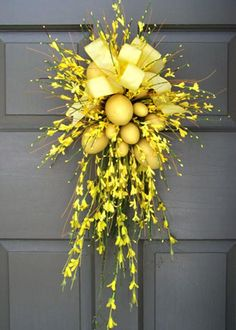 Unique door decoration for spring and Easter 27 high x 13 wide x 7 deep Forsythia and yellow Easter Eggs are finished with a yellow bow wreaths Forsythia & Easter Egg Wreath Wreath Crafts, Diy Wreath, Wreath Ideas, Burlap Wreath, Diy Ostern, Deco Floral, Kwanzaa, Summer Wreath, Spring Door Wreaths