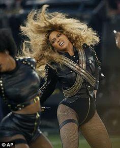 ArmanikEdu: Beyonce in Michael Jackson's 1993 look.