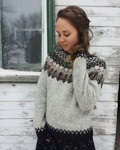 Wood Folk Knits - Julia Reddy – Tolt Yarn and Wool Icelandic Sweaters, Wool Sweaters, Fair Isle Knitting, Hand Knitting, Ropa Free People, Punto Fair Isle, Diy Laine, How To Dress For A Wedding, Nordic Sweater