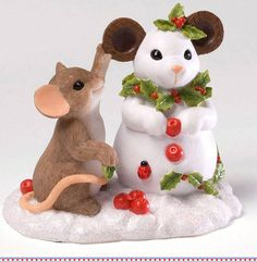 Charming Tails Building A Snow Mouse 2012. RETRO piece of 87/203