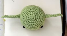 Today I want to share with you a free amigurumi pattern of Yoda! I created this crochet chibi version a few years ago, as a commission from a hard-… Star Wars Crochet, Crochet Stars, Quick Crochet, Crochet Amigurumi Free Patterns, Yarn Tail, Arm Knitting, Crochet Gifts, Crochet Projects, Miyavi
