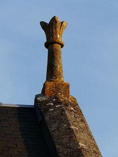 Épi de faîtage sur une chapelle, lieu-dit la Chapelle, Savignac-Lédrier, Dordogne, France