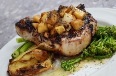 Here are some of my favorite weight watchers pork recipes that are easy and delicious. Often overlooked as a light and healthy dinner, these pork recipes are incredibly satisfying, yet still low in calories. Pork Chop Recipes, Diet Recipes, Cooking Recipes, Healthy Recipes, Cooking Tips, Healthy Foods, Crockpot Recipes, Plats Weight Watchers, Weight Watchers Meals