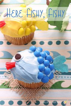 Animal Fun Food- Try these pretty fishy cupcakes for your Under The Sea-themed party! Sea Turtle Cupcakes, Animal Cupcakes, Shark Cookies, Cupcake Cookies, Yummy Cupcakes, Boys Cupcakes, Cupcake Recipes, Sweets Recipes, Cake Tutorial