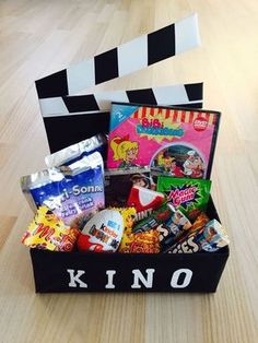 Birthday gift ideas mom: cinema voucher in a box as a gift . - Birthday gift ideas mom: cinema voucher in a box as a gift theater gift m - Diy Birthday, Birthday Presents, Happy Birthday, 17th Birthday, Cadeau Surprise, Diy Gifts, Diy And Crafts, Recycled Crafts, Birthdays