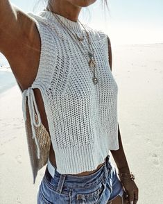 Knits don't only have to be for big, chunky sweaters! Try a knit tank as a cover up for the beach or use it to layer for a day outfit. Let DailyDressMe help you find the perfect outfit for whatever th (Top Tejidos A Crochet) 2017 Summer women Crop Tops ca Crochet Clothes, Diy Clothes, Crochet Top Outfit, Crochet Outfits, Crochet Fashion, Cheap Summer Outfits, Summer Clothes, Fall Clothes, Mode Crochet