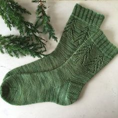 'Evergreen Socks' by Madeline Gannon Great in green - or any colour! The 'Evergreen Socks' have been on the radar since a wave of casting on of this pattern on Christmas Eve in a knit-along. The perfect mix of simple detailing and fes. Crochet Socks, Knit Or Crochet, Knitting Socks, Hand Knitting, Knit Socks, Lace Patterns, Knitting Patterns, Crochet Patterns, Knitting Ideas