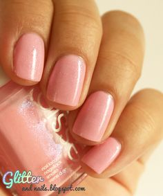 Glitter and Nails: Ensemble pour Octobre Rose avec Essie We're In It Together