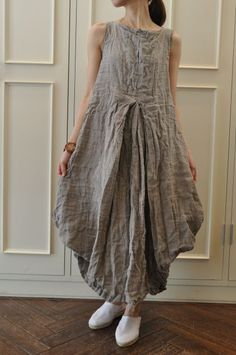 fascinating outline - inverted pleat at bodice, and a V hem. Should be easy to make, once you figure out the design. Boho Fashion, Fashion Outfits, Womens Fashion, Fashion Design, Funky Outfits, Mori Girl, Linen Dresses, Magnolia, Women Wear