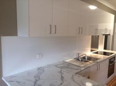 Stunning white rear painted acrylic splashbacks in a signature white by Innovative Splashbacks.  Looking identical to glass, lighter, 25x stronger & install 4x quicker than tiles and glass.