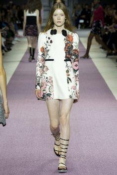 Giambattista Valli Spring 2016 Ready-to-Wear Fashion Show - Julia Hafstrom (IMG)